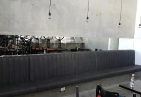 מרפדיה מייצרת ו מחדשת בוטים ל מסעדות ו בתי קפה