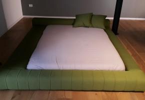 מיטה ילדים מרופדת כלל שולחן מרופד ב צד שמול ו ימין לבחירתכם