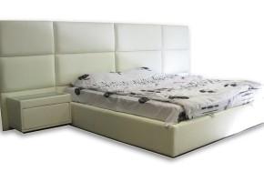 מיטה זוגית מרופדת.המיטה בניה בעץ חזק ואיכותי.